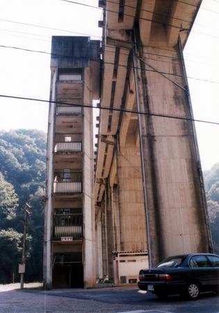 宇都井駅の階段